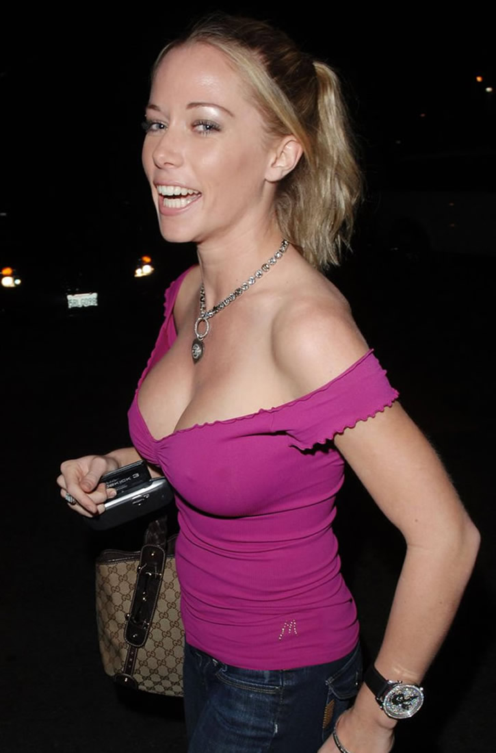 Kendra Wilkinson Outside Of Les Deux Entertainment News