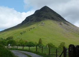 Yewbarrow from the road