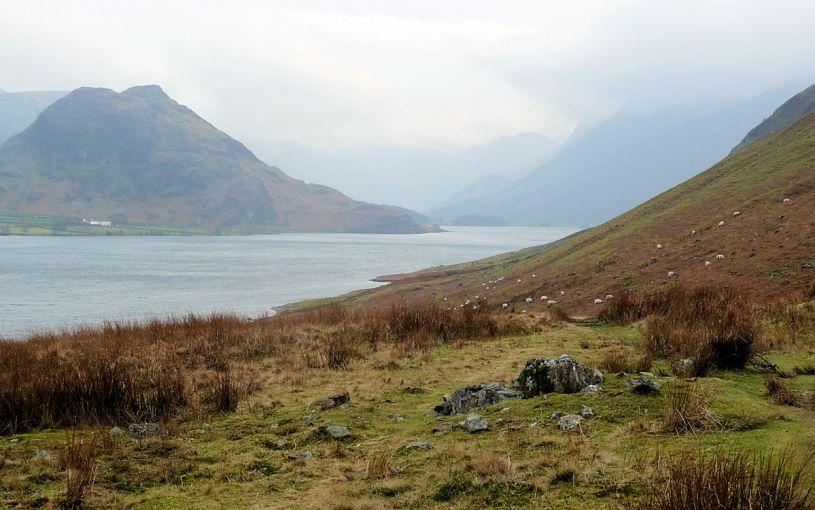 Lakeside path under Mellbreack