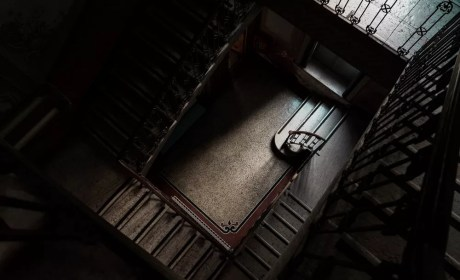 Creepy-hallway-old-building