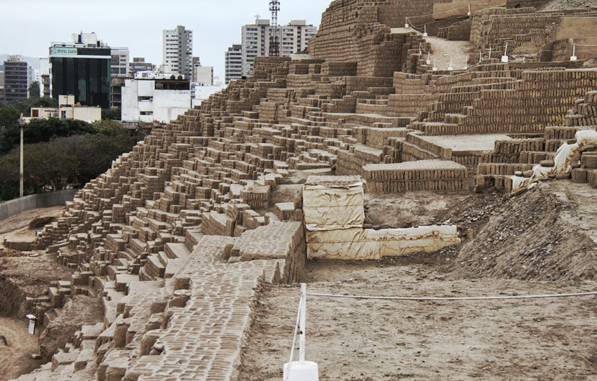 Huaca_Pucllana_City