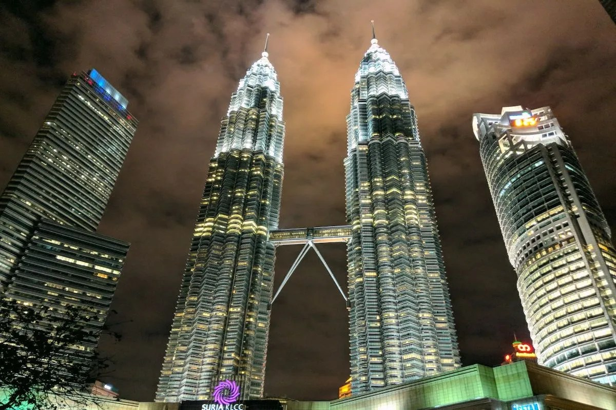 Petronas-Tower-at-Night-Malaysia
