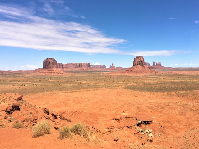 One of the many stunning landscape views from around the Monument Valley loop drive.