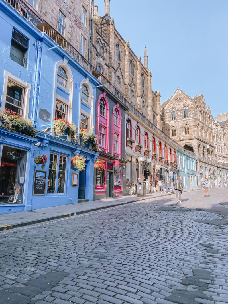 image of Victoria Street in Edinburgh, Scotland