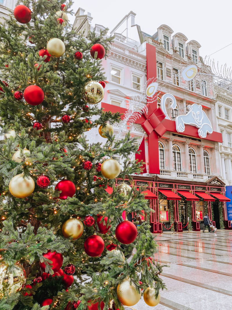image of christmas in front of Cartier, London