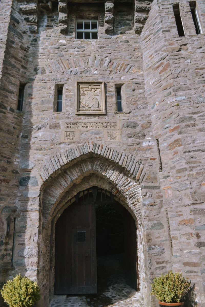 image of entrance to Eilean Donan castle