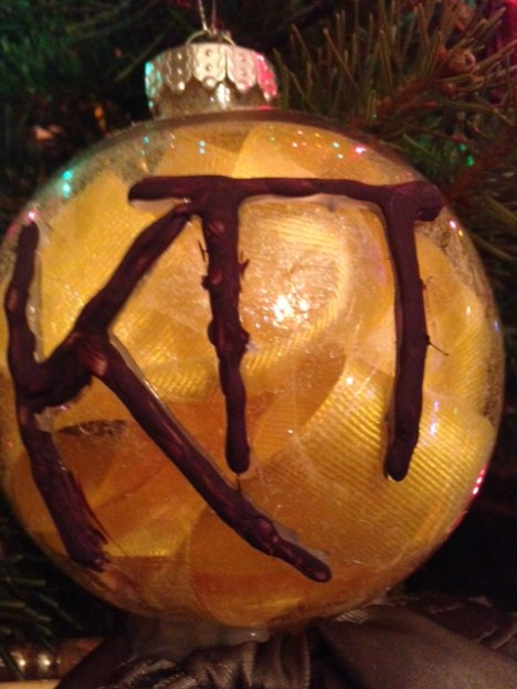 Zeta Omicron Christmas Ornament with a bow and paintbrushes