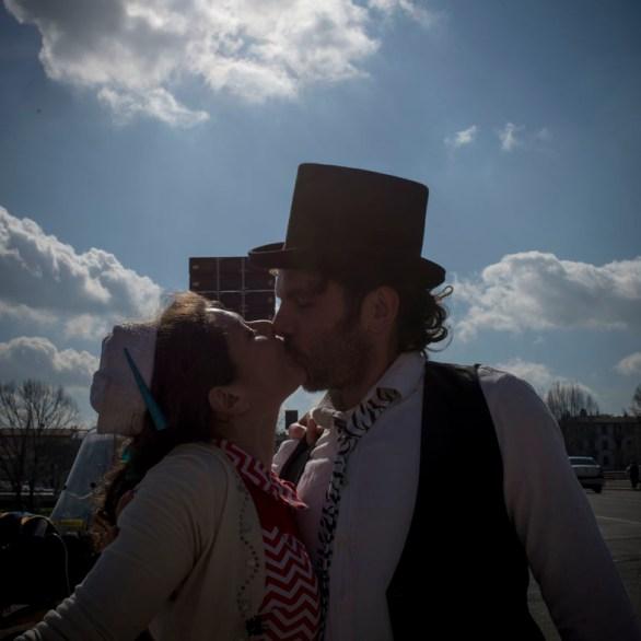 Circus kiss