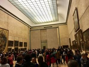 Crowd to see Mona Lisa