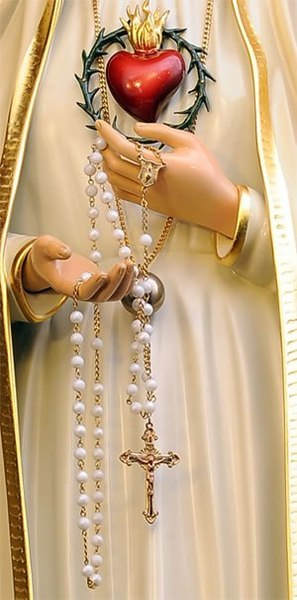 Our Lady of Fatima pointing to her Immaculate Heart, holding a rosary