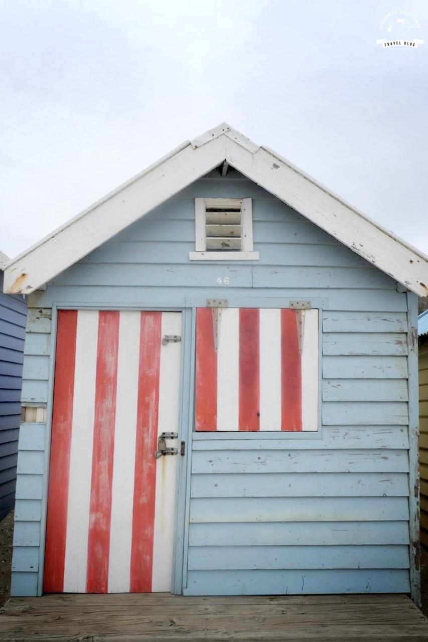 biało czerwone drzwi