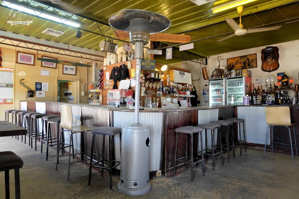 w pubie w Hebel