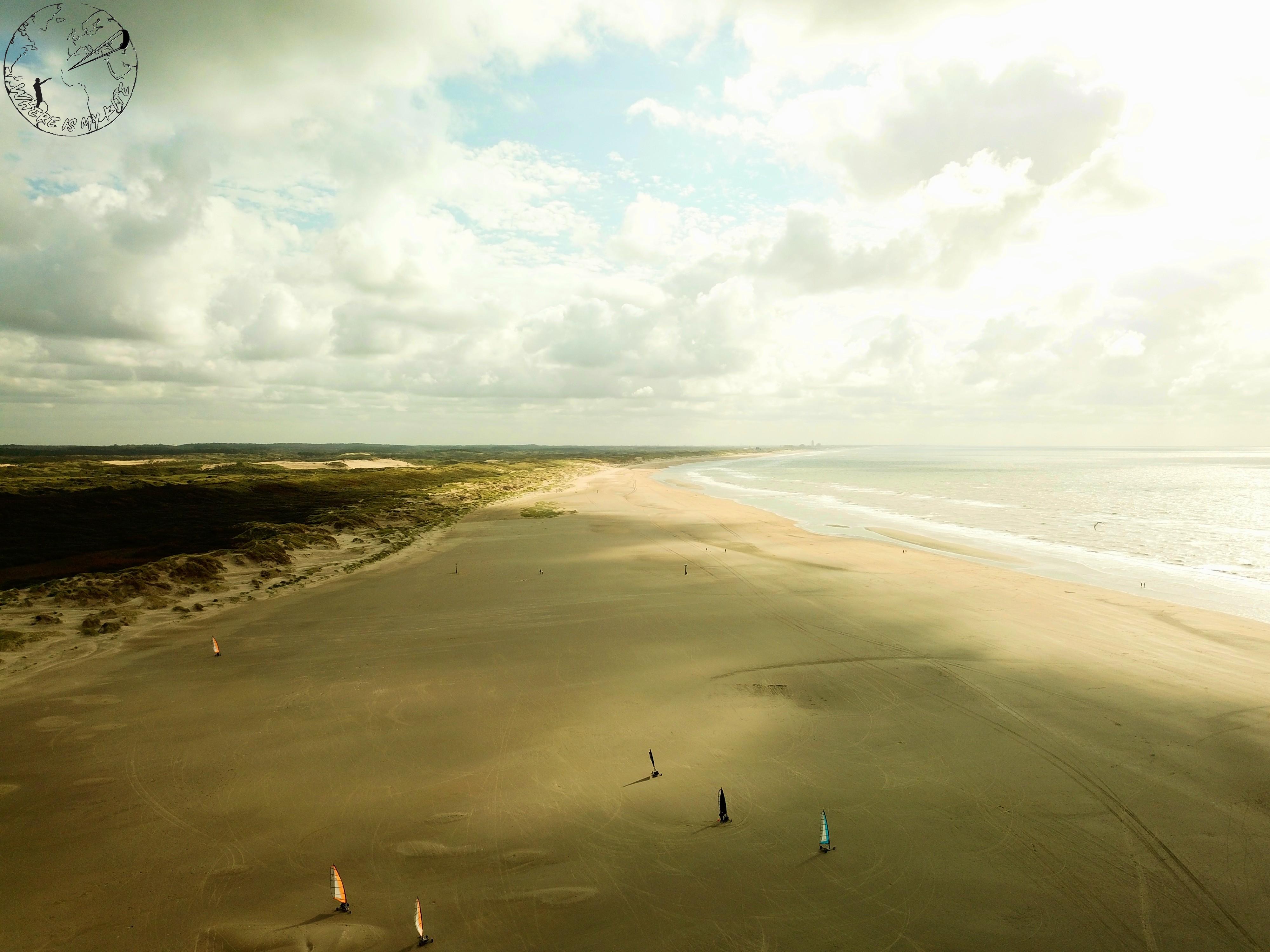 Spot de kitesurf en Hollande à UIjmuiden, vantrip avec la kite family, session char à voile sur la plage