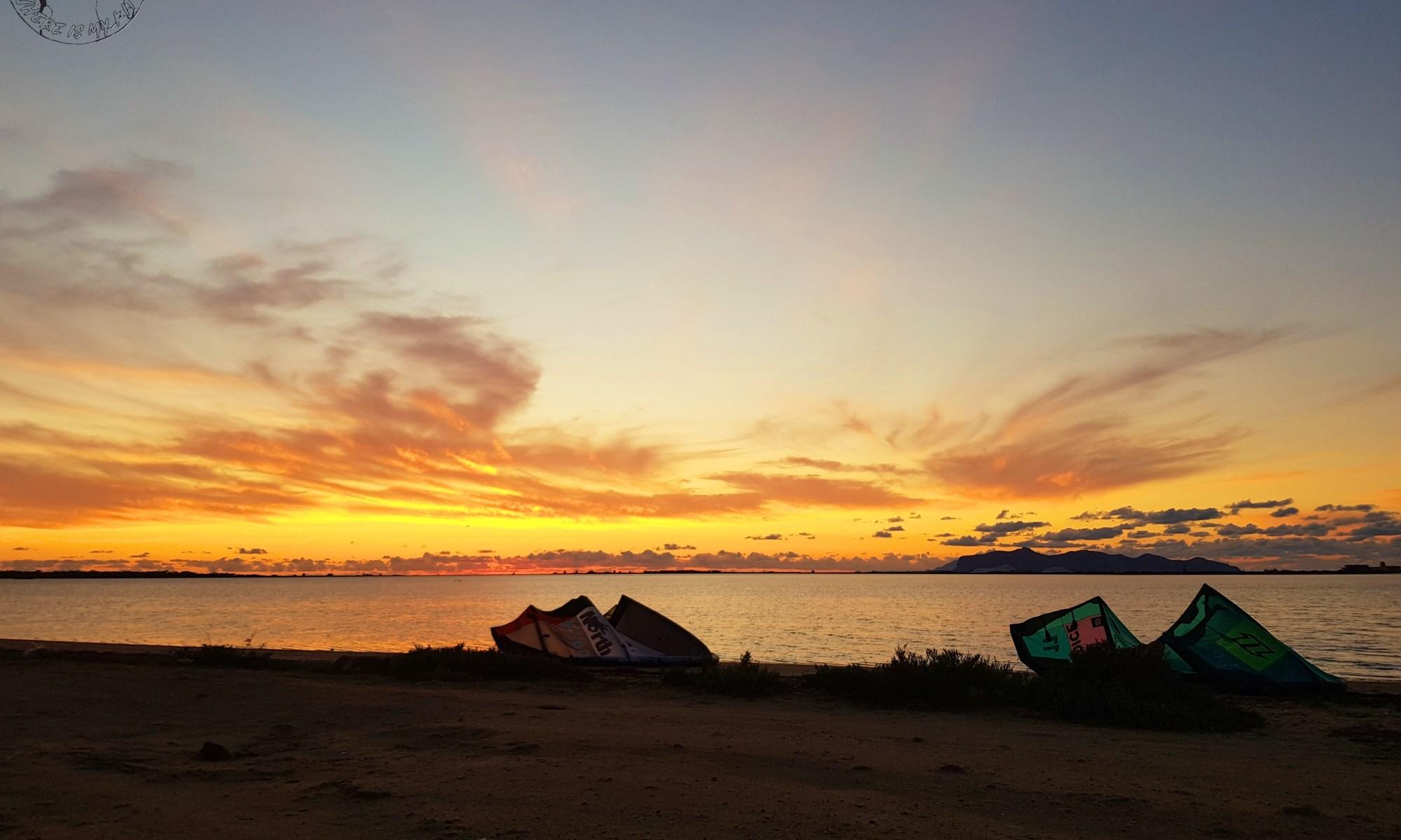 Sunset sur le spot de kite de Marsala