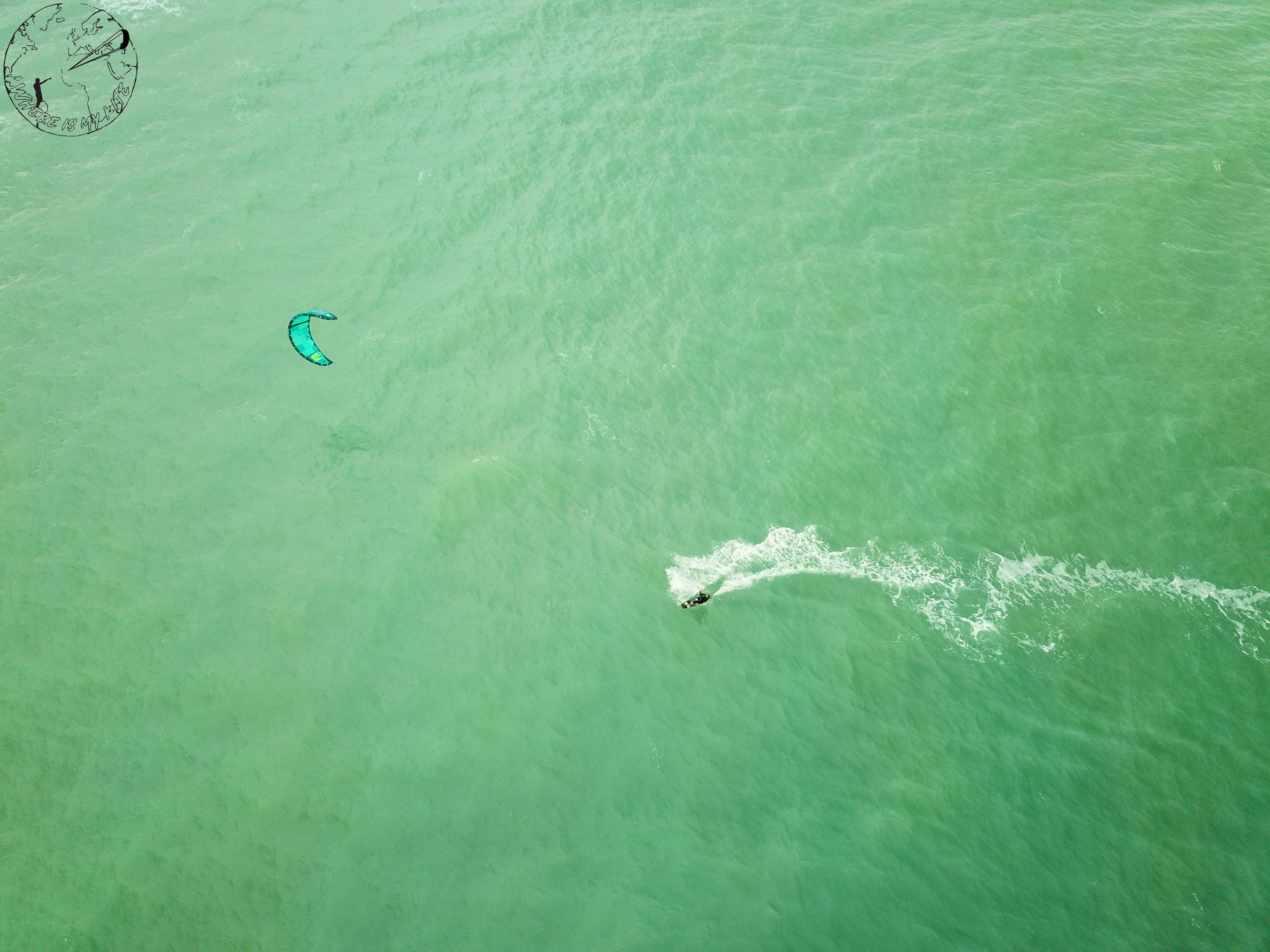 Kite dans la Méditerrannée en Sicile
