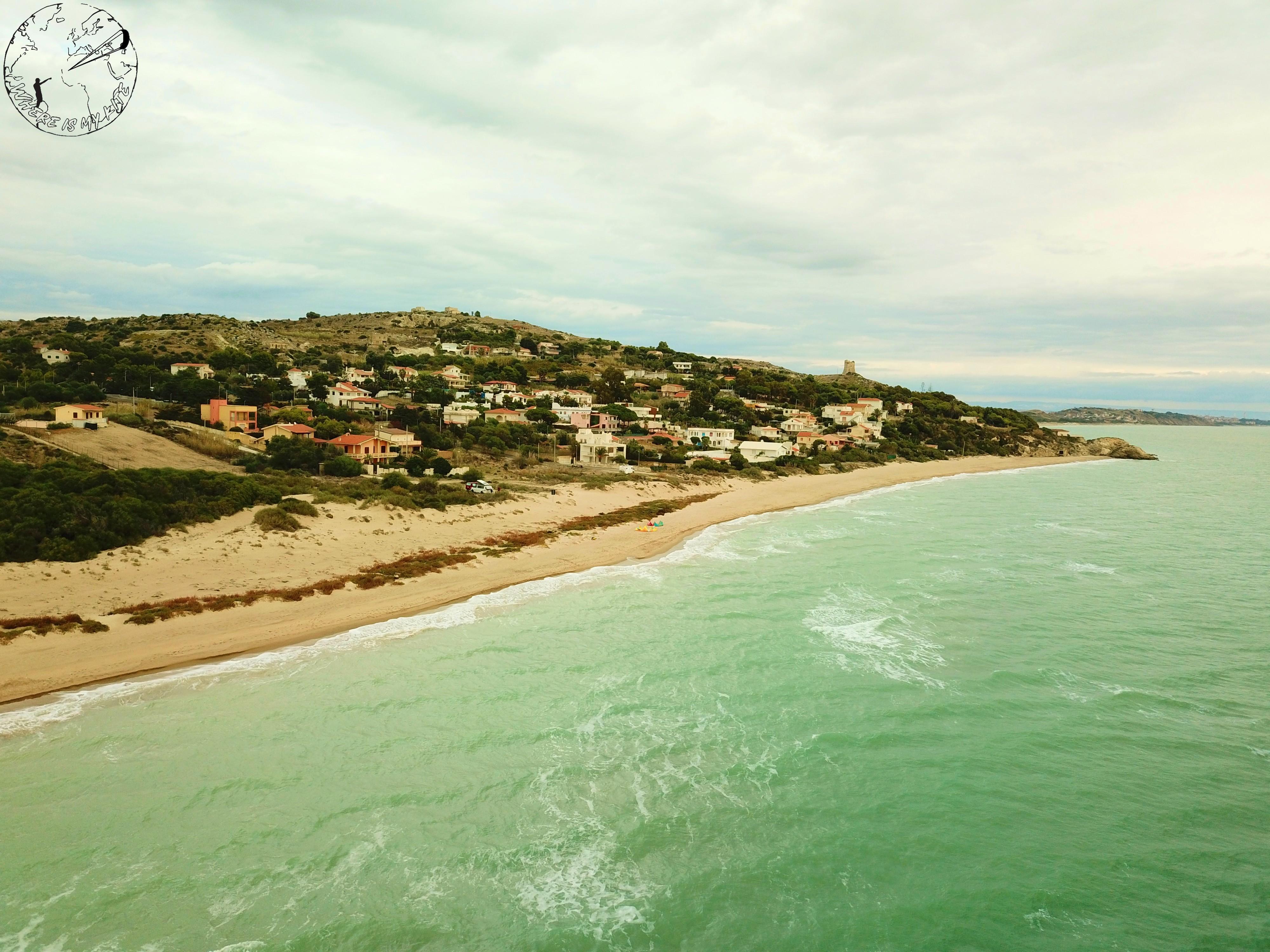 Vue de la mer sur le village de Manfria en Sicile