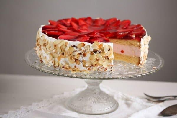 strawberry cheesecake 5 Strawberry Cheesecake with Cream Cheese and Yogurt Filling