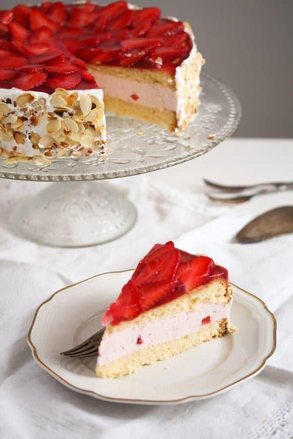 strawberry cheesecake 6 Strawberry Cheesecake with Cream Cheese and Yogurt Filling