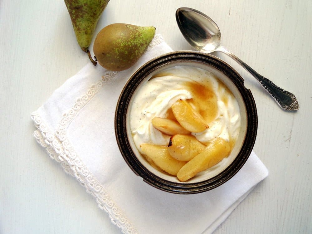 pears roasted yogurt Roasted Vanilla Cardamom Pears With Honeyed Greek Yogurt