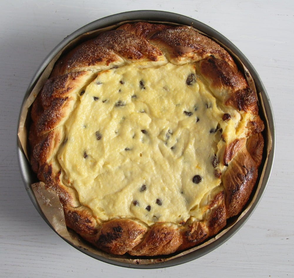 romanian cheesecake pasti Romanian Easter Cheesecake with Quark and Raisins – Pasca Recipe