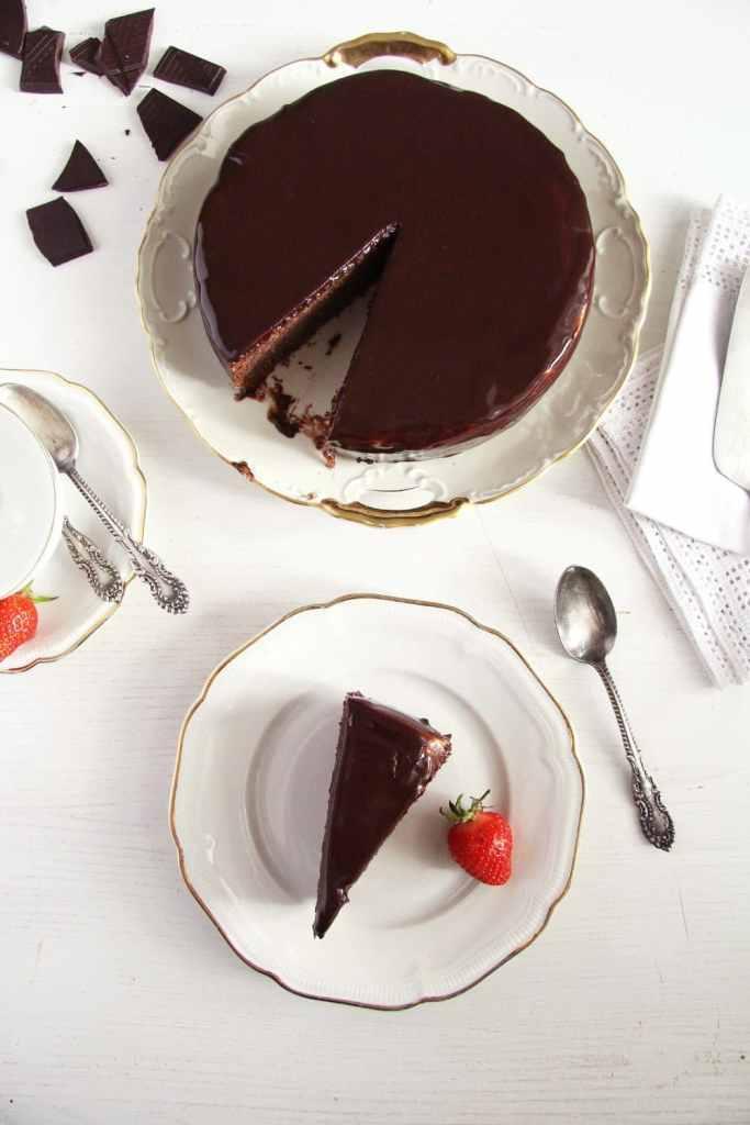 chocolate mirror glaze 683x1024 Dark Chocolate Zucchini Cake with Mirror Glaze