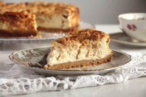 apple cheesecake cinnamon 300x200 Apricot Jam Crumble Cake with Walnuts   Prajitura razuita