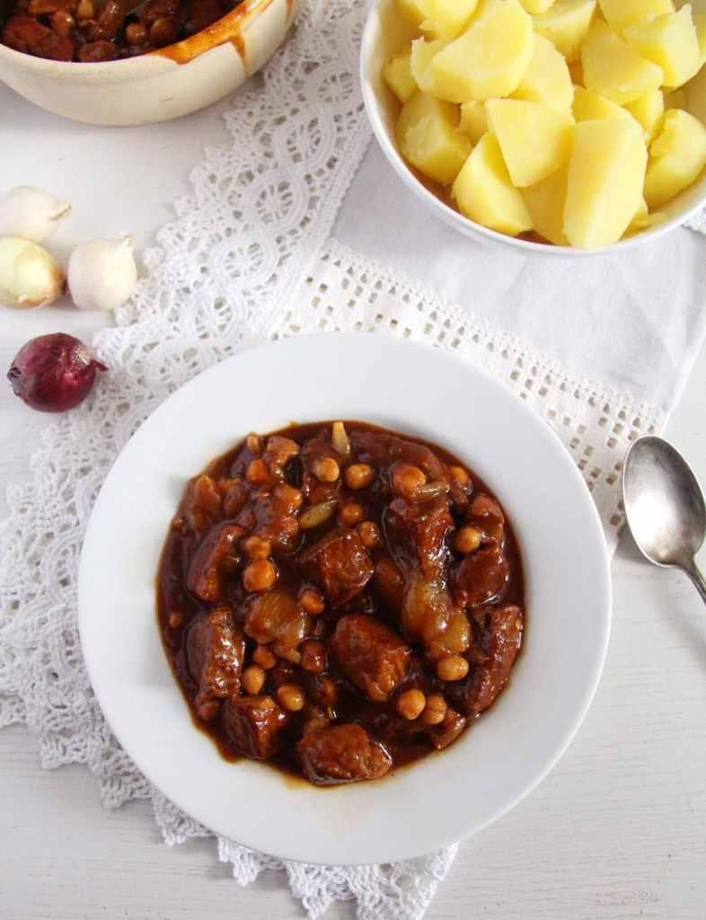 onion stew pork 786x1024 Onion Pork Stew with Chickpeas and Beef Bone Broth