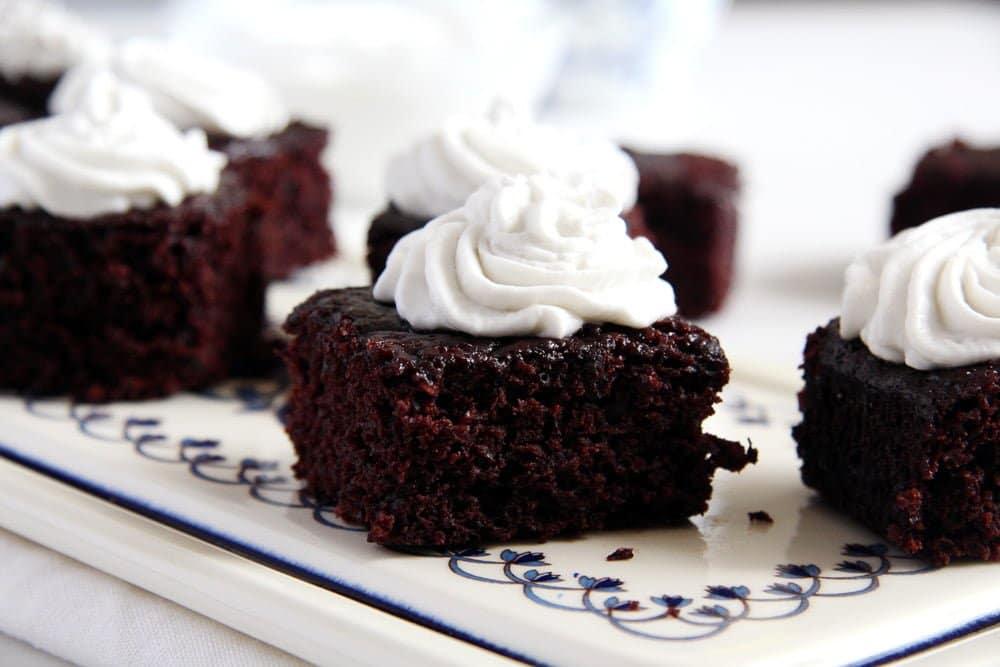 vegan brownies Amazing Vegan Cocoa Brownies with Coconut Cream