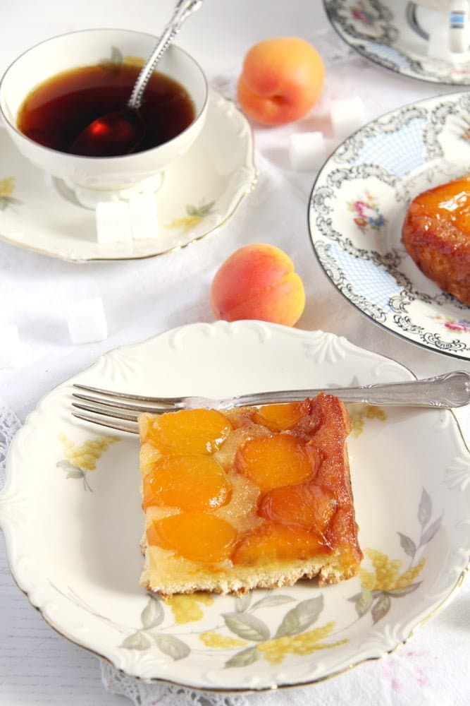 easy apricot cake quick The Easiest Fresh Apricot Cake   Romanian Cake