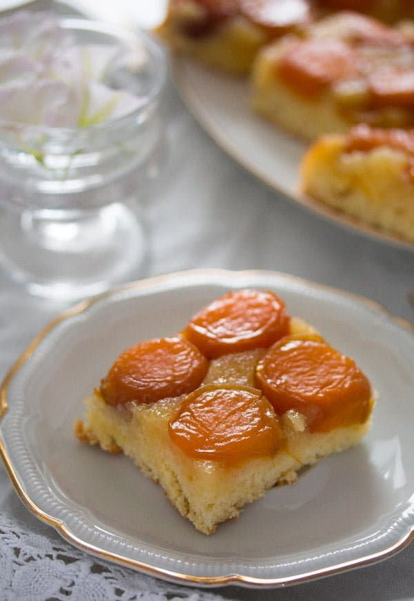 upside down apricot cake 4 Upside Down Apricot Cake with Fresh Apricots