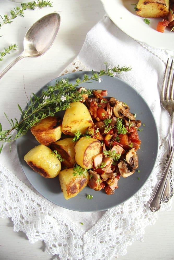 gypsy potatoes ham Potatoes with Bacon, Ham and Vegetable Sauce – Gypsy Recipe