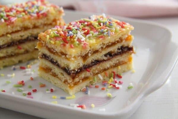 jam cake arlechin ed 2 Layered Cake with Jam Filling – Romanian Cake Harlequin