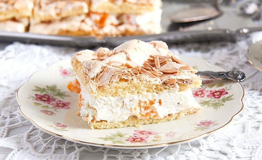 mandarin orange cream cake 4 Mandarin Orange Cake with Cream and Almond Meringue