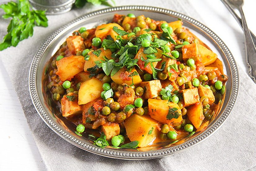 potato pea curry 3 Vegan Potato Curry Recipe with Tofu, Tomatoes and Peas