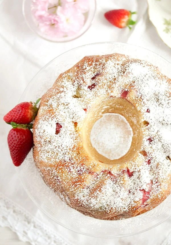 strawberry rhubarb cake 6 Strawberry Rhubarb Cake with Greek Yogurt – Bundt Cake Recipe