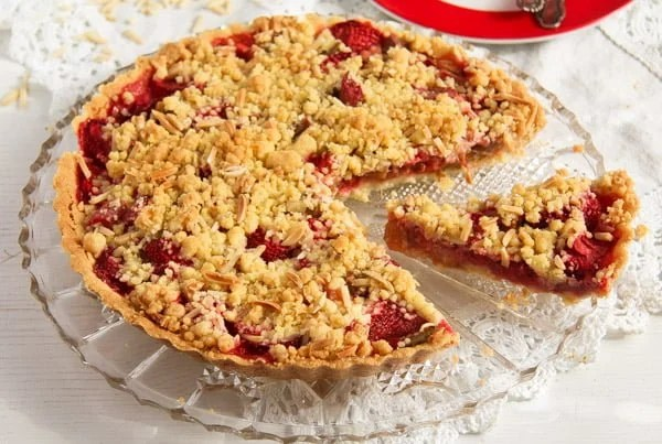 strawberry rhubarb pie 3 Strawberry Rhubarb Pie with Almond Streusel