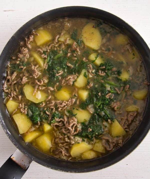 beef spinach curry 2 Easy Beef Potato Curry with Yogurt and Spinach