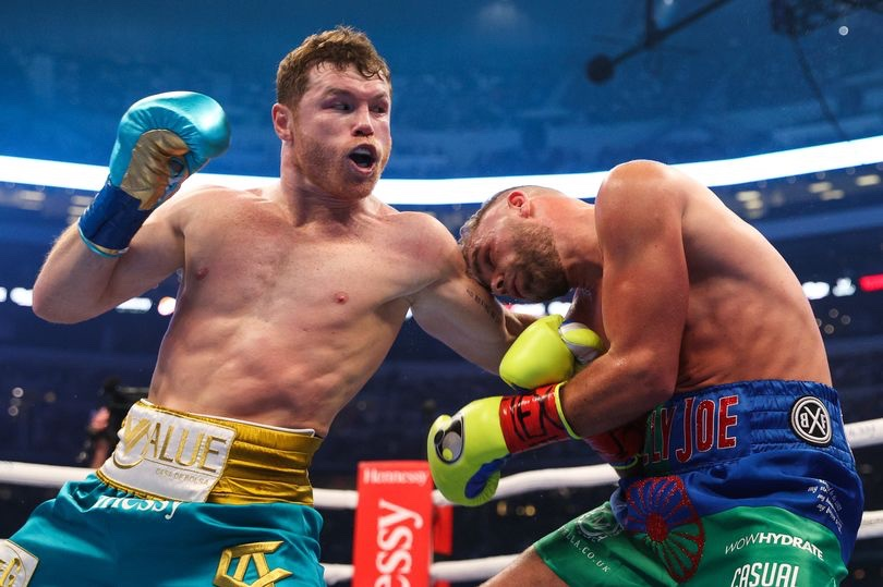 Canelo Alvarez Breaks Billy Joe Saunders Eye Socket to Become the Unified Middleweight Champion