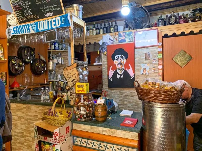 wine shop in Naples