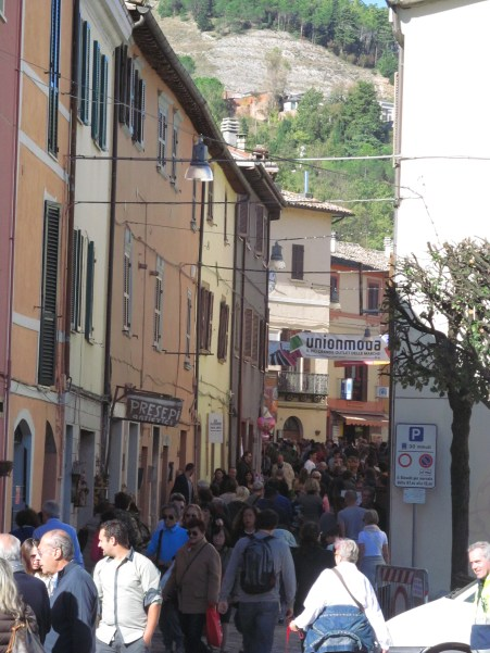 LIttle Acqualagna, flooded with people