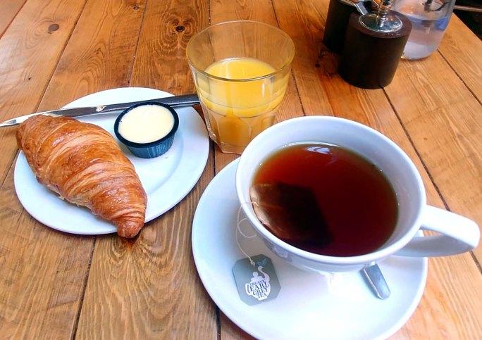 Breakfast tea at the Loopy Shrew, Shropshire