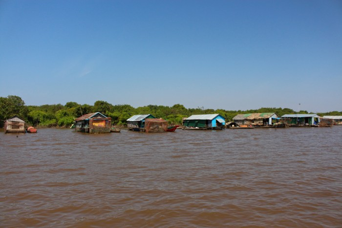 Kampong Khleang floating houses