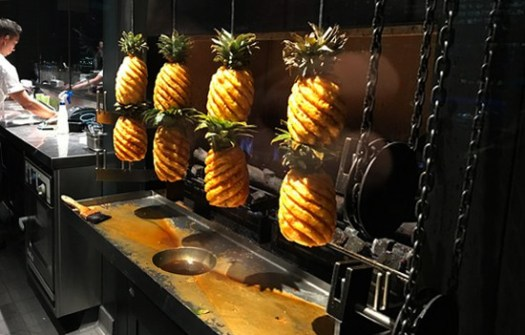 pineapple-heston-blumenthal-tipsy-cake-dinner-crown