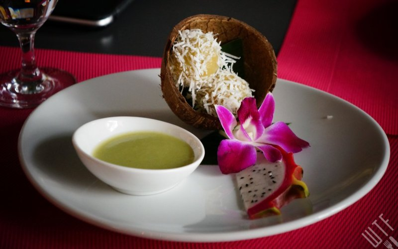 Kulki ryżowe ze świeżego kokosa oraz mus z pandanusa - Papaya