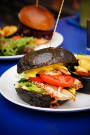 Sawa Czarny Burger z ośmiornicą