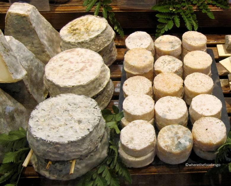 les halles Lyon - where the foodies go14