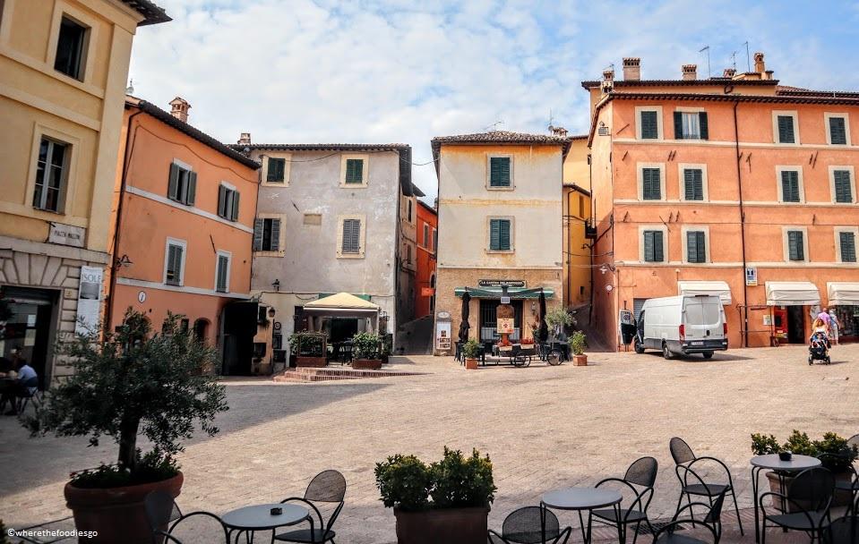 Piazza Mazzini in Trevi, Umbria