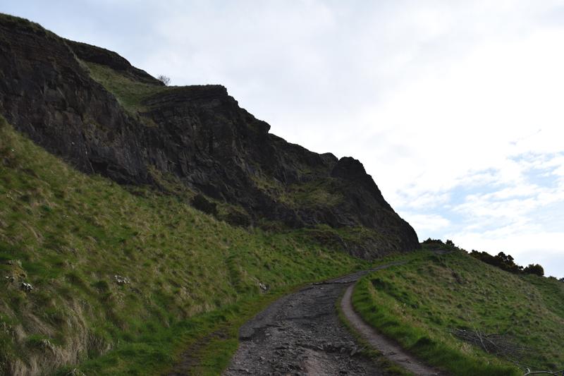 Hike-Arthurs-Seat-Edinburgh-Scotland