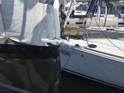 Jeanneau Sun Odyssey 389 Bow