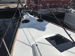 Jeanneau Sun Odyssey 44DS Foredeck
